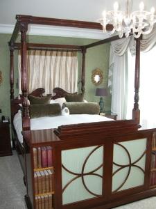 Regency four poster bed