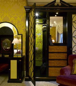 Chinoiserie papers inside wardrobe